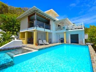 Hawks Nest House & Poolside Guest Suite- Bequia