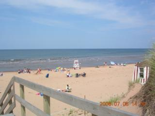Walk to ocean  from Lyons Cottage Rentals in PEI, holiday rental in Brackley Beach