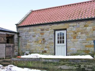 BARN COTTAGE, romantic, character holiday cottage, with a garden in Robin Hood&#