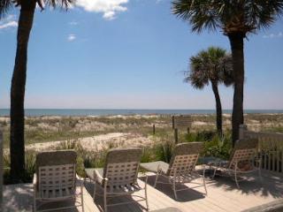 Hampton 5107, Oceanfront View, 2 Bedrooms, Large Pool Jacuzzi, Sleeps 4, Hilton Head