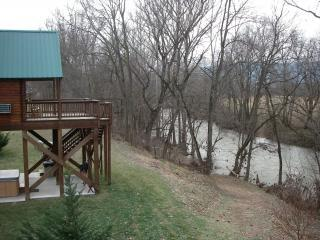 Romantic River Front Cabins, holiday rental in Luray