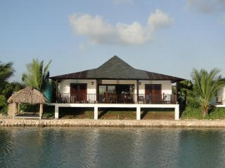 Waterfront Villa (10% on Dive and Car Rent), Kralendijk