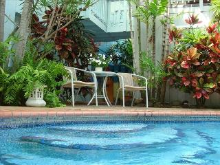 Beautiful Beach Villa w/ Swimming Pool & Jacuzzi, Kailua