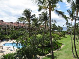 Kamaole Sands 3-401, Center Court Top Flr, End Unt, holiday rental in Kihei