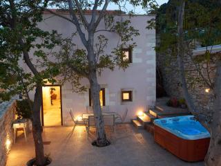 OLGA'S FILOXENIA VILLAS - Villa Aladanos, La Canea