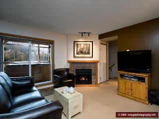 28 Glaciers Reach, this 2br home has a hot tub & pool in Whistler Village
