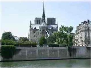 Notre-Dame approx. 5-10 minute walking distance