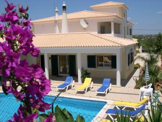 Air conditioned 1 and 2 bedroom villa apartments, Albufeira
