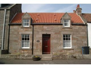 Sandcastle Cottage is in a quiet street opposite access to the Fife Coastal Path and Roome Bay Beach