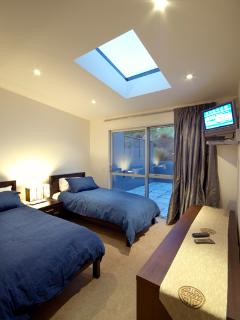 luxury accommodation in Queenstown - twin room with patio access
