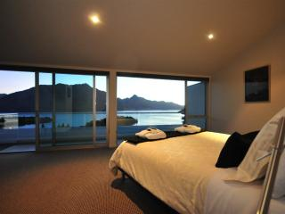 Queenscliff luxury villa in Queenstown New Zealand