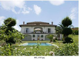 Villa Romana 16 m Private Pool, luxury 25km from Rome