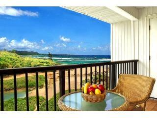 Oceanfront One Bedroom Couples Paradise Kauai Beach Villas G6, aluguéis de temporada em Lihue