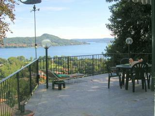 Villa Lesa villa to rent in Lesa - Lake Maggiore