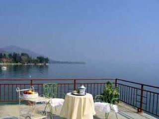 Villa Statal Lake Maggiore villa fo rent - Rent this house with Rentavilla.com, Meina