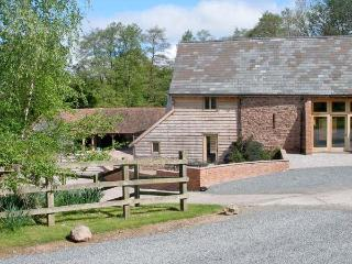 FARM HOUSE BARN, family friendly, character holiday cottage, with a garden in Abbey Dore, Ref 3782