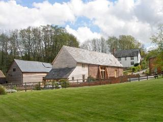 FARM HOUSE BARN, family friendly, character holiday cottage, with a garden in Ab