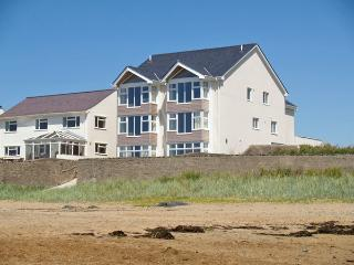 CRAIG Y DON, family friendly, luxury holiday cottage, with a garden in Rhosneigr