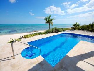Casa Cavu beachfront pool, Tankah Bay