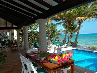 Charming Hacienda style villa in South Akumal with guesthouse.