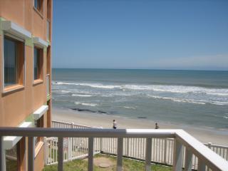 Magnificent Oceanfront Balcony & Views  $795 week, Satellite Beach
