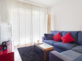 Noname, 3 BR apt in central modernist Eixample