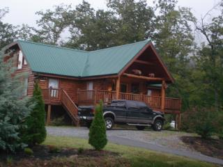 Come & Be Our Guests  In Our Premier Log Cabin Amazing Views,  Secluded, WIFI,, Sevierville