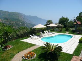 Villa Magnolia,pool,garden,3BR/2B, Jacuzzi