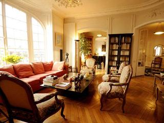 Luxury 3 Bedroom Apartment w/Piano in Paris, París