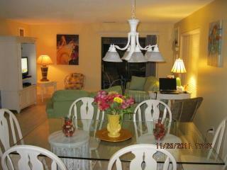 Spacious 3 bedroom Villa Walking Distance to Beach, Hilton Head