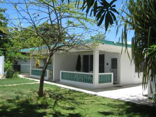 2 or 4 BR, right on the beach - A/C throughout, Rincón