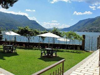 BEACHFRONT  Villa Costa Azzurra - Lakefront  Views, Pognana Lario