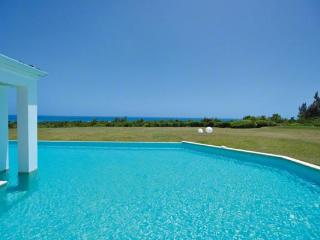 Caribbean Sea views, perfect for a family or special occasion. C AMB, Terres Basses