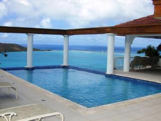 Overlooking the North Sound of Virgin Gorda, this villa embodies the mindset of simple luxury. VG TAM, Virgem Gorda