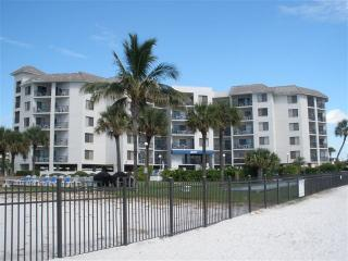 Beach Front Perfect for 2:  Sept 1st - 5th $110/nt, St. Pete Beach