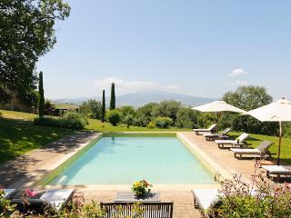 Charming Farmhouse on a Large Estate in Monticchiello - Villa Edera