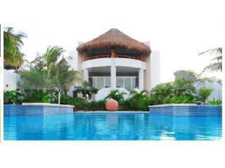 Casa De Las Palmas Ocean Front Oasis up to 16, Isla Mujeres