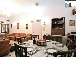 Bed and Breakfast New Delhi - Free Wifi & BKFT
