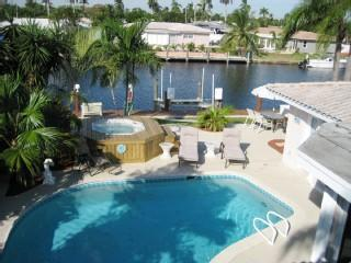 Go Naked! Hot Tub! Pool! Beautiful Beaches! Fun!, Pompano Beach