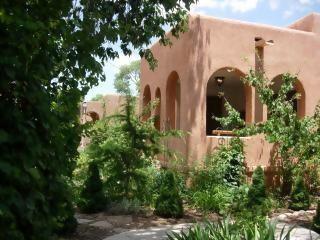 Elegant Large Historic Home Downtown!  Hot Tub, Santa Fe