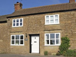 WAYSIDE COTTAGE, pet friendly, character holiday cottage, with a garden in Shepton Beauchamp, Ref 3721, Ilminster