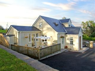 1 CLANCY COTTAGES, family friendly, with a garden in Kilkieran, County Galway