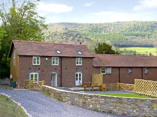 BRYN HOWELL STABLES, pet friendly, luxury holiday cottage, with a garden in Llangollen, Ref 3781