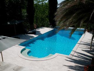 Luxury Villa Tuscany pool, tennis court private