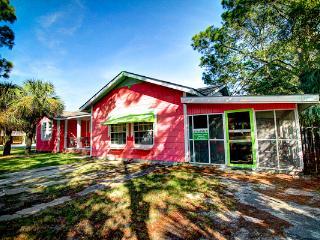 Large Island Cottage,5BDRM,18P,Southend,PetsOK,WF