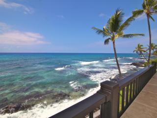 Absolute Oceanfront  Kona Condo- Banyan Tree 302