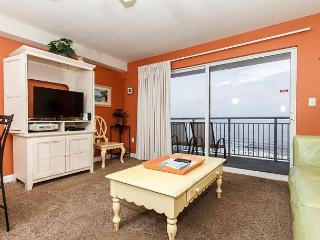 PI 502: Comfy beachfront condo- WiFi, full kitchen, pool,Free Beach Service, Fort Walton Beach