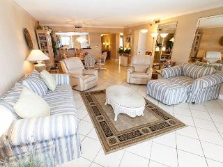 SD 402: BEACHFRONT- balcony,full kitchen,WIFI,Nintendo,HDTVs,free beach SVC, Fort Walton Beach