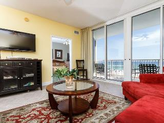 WE 310: Beautiful beachfront condo-HDTV,WiFi,balcony,pool,FREE beach chairs