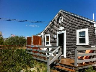 LUXURY CAPE COD BEACH HOME - OCEANFRONT RENTAL, East Sandwich